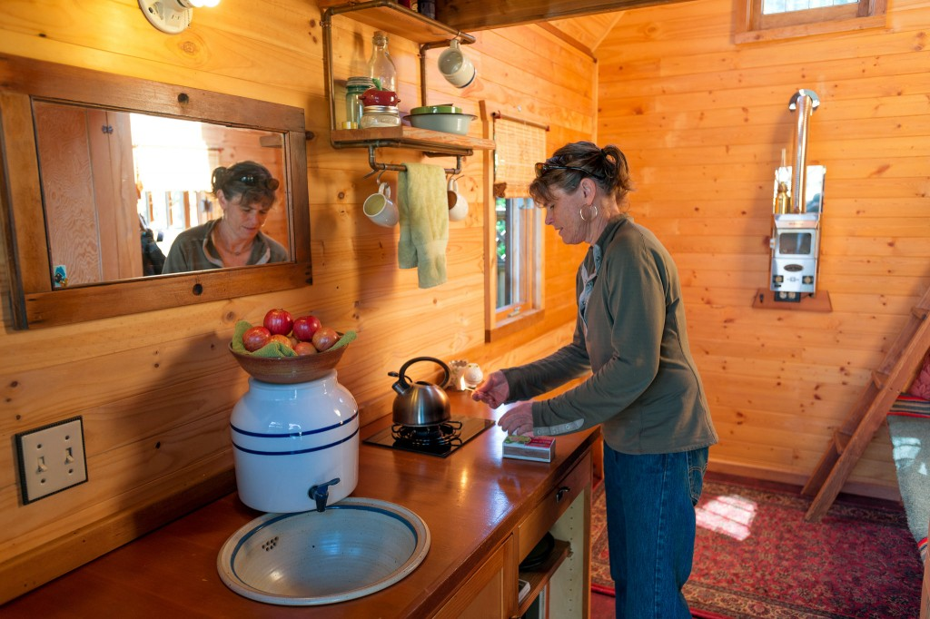 Dee-Williams-Tiny-Home-Kitchen-1-1024x682